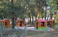Дървени детски къщички за игра