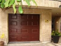 Кафява гаражна врата