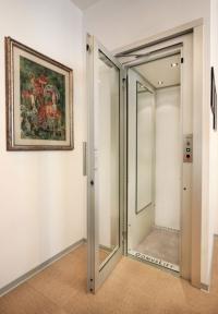 Малък асансьор