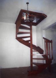 Вита дървена стълба