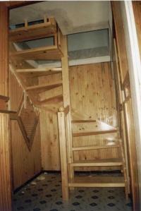П- образна дървена стълба