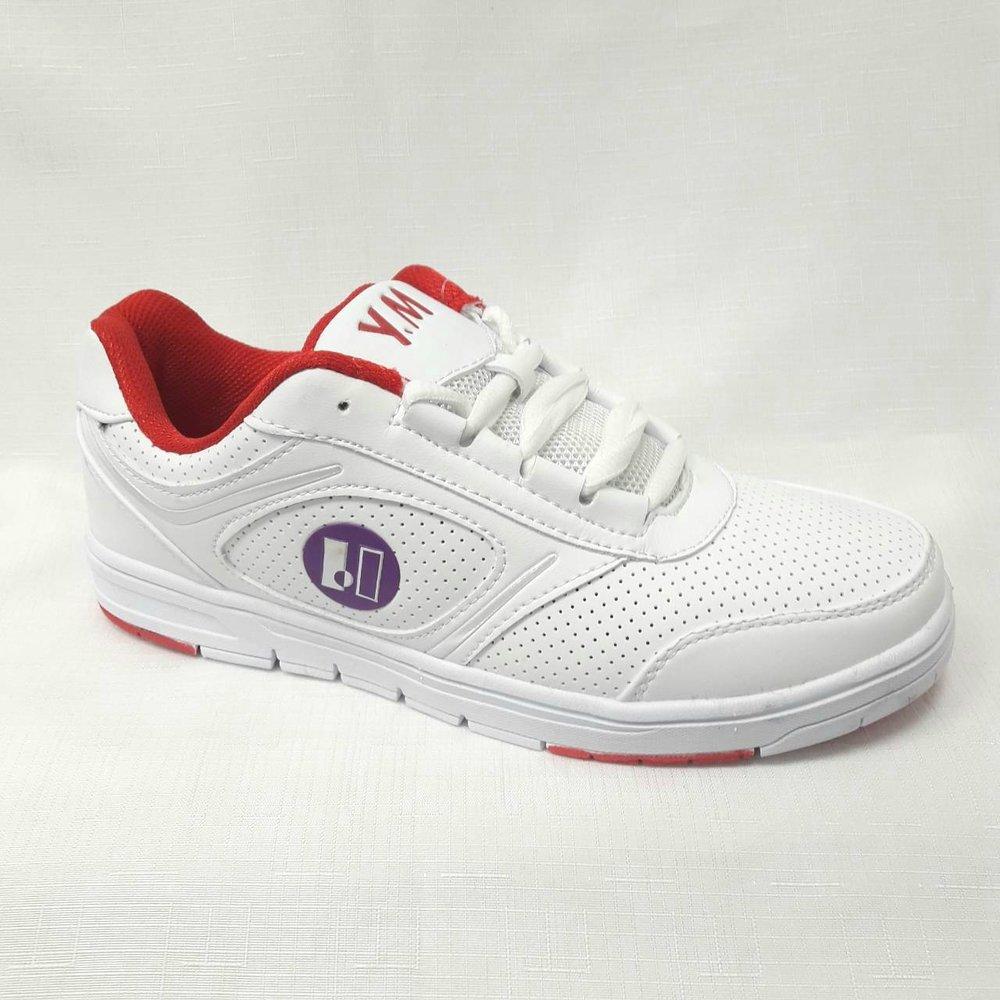 Бели дамски маратонки.