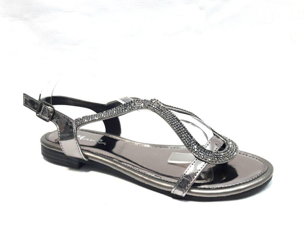 Кожени дамски сандали с камъчета-металик.