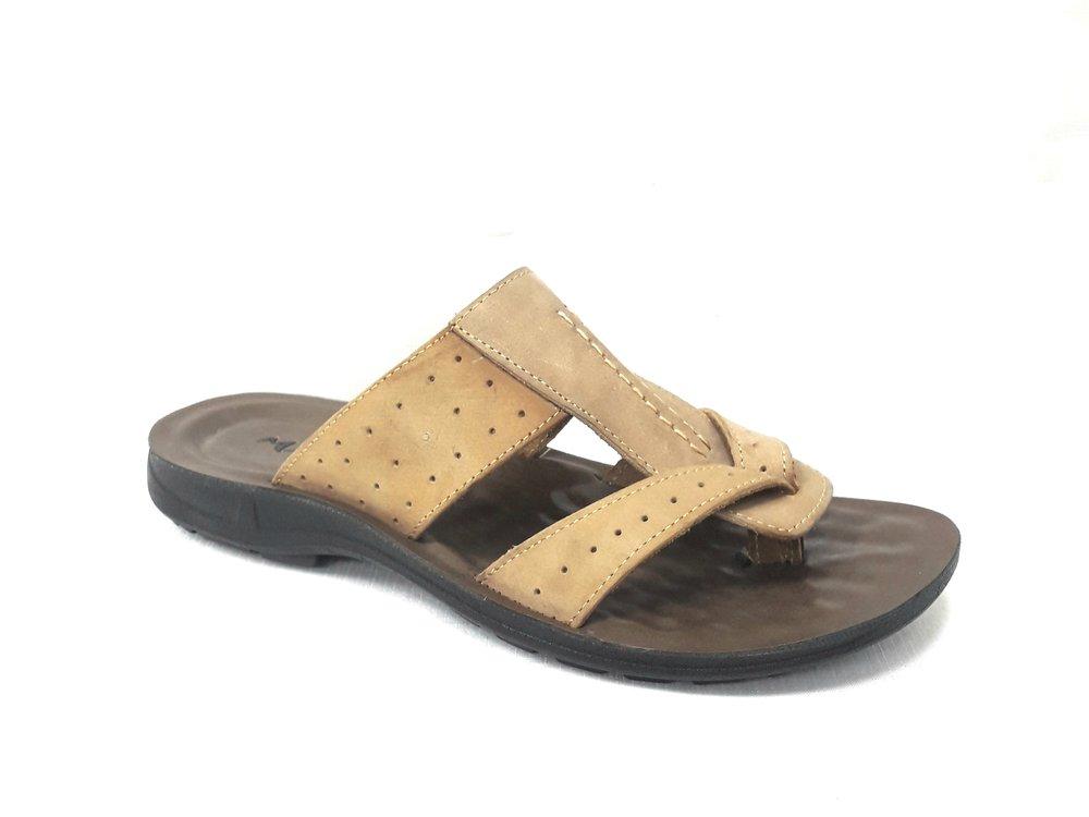Кафяви мъжки чехли от естествена кожа.