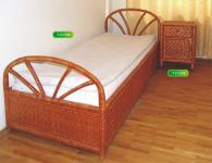 Комплект легло и нощно шкафче от ракита