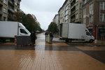 качване на товари в камион и транспортиране