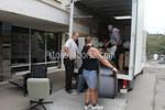 Пренасяне на товари с хамали чрез количка за транспортиране