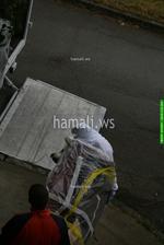 хамалски услуги по качване и сваляне на мебели и обзавеждане с камион и транспорт
