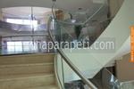 изработка на парапети за стълби от инокс и стъкло