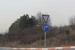 изработване на пътни знаци относно предимство
