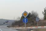 производство и монтаж на пътни знаци относно предимство